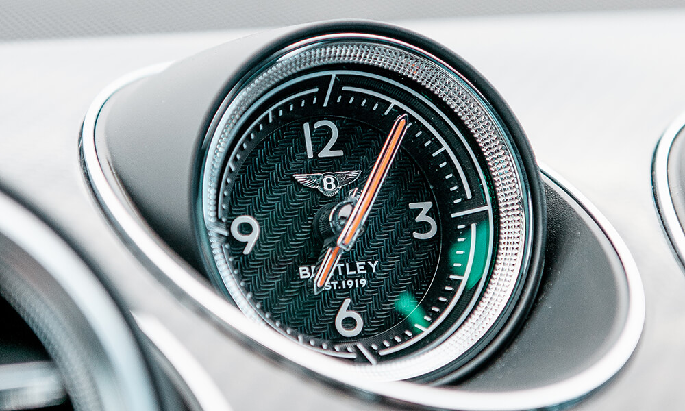 Bentley Bentayga clock with diamond knurling