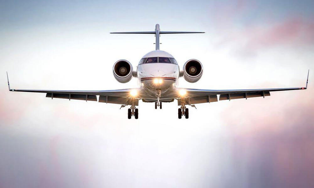 Bombardier Challenger 350 On Approach