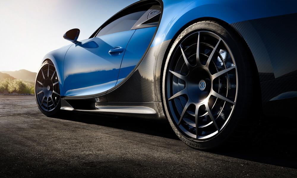 Innovative wheel design of the Bugatti Chiron Pur Sport to reduce turbulence.
