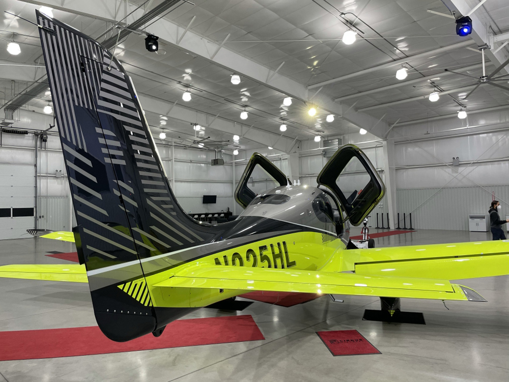 Cirrus Aircraft SR22T 8000 Limited Edition Brad in Motion Rear View