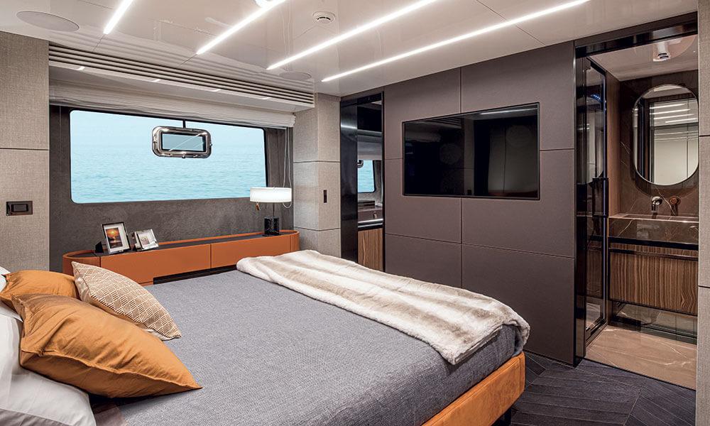 Cranchi Settantotto 78 owners cabin interior view