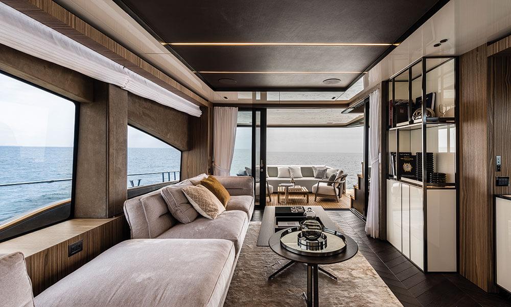 Cranchi Settantotto 78 salon interior view aft