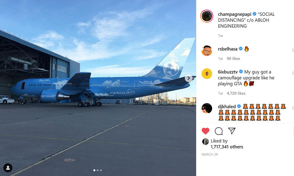 Drake posted pictures of the new jet livery to his Instagram