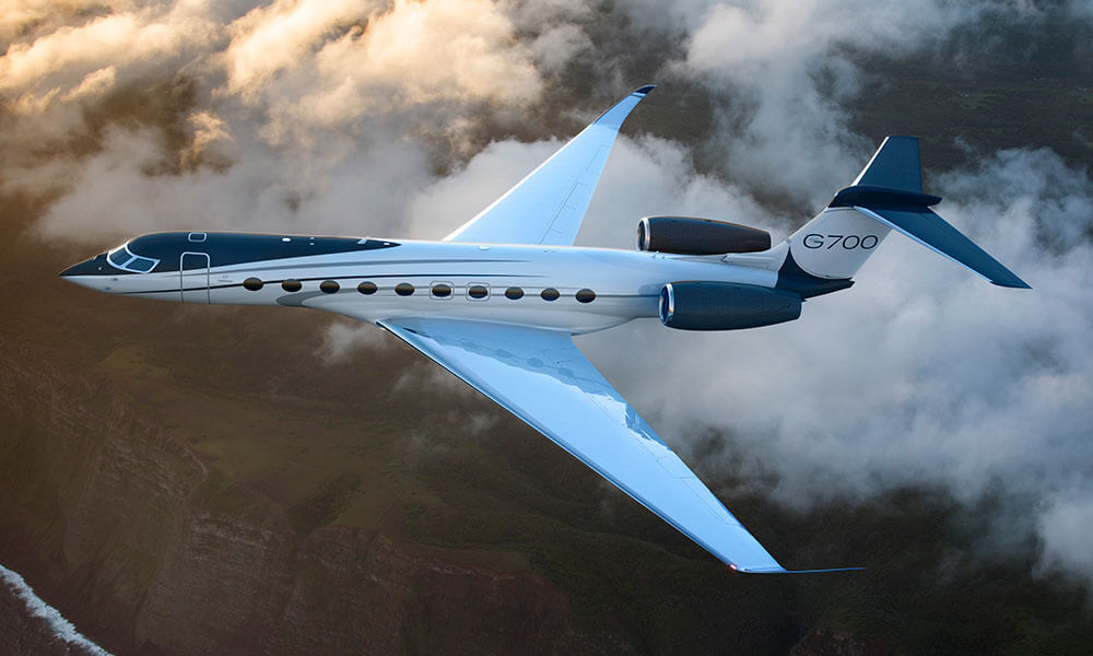 Gulfstream G700 flying