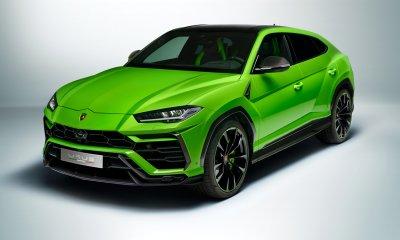 2021 Lamborghini Urus Pearl Capsule SUV in Verde Mantis - Side Front View