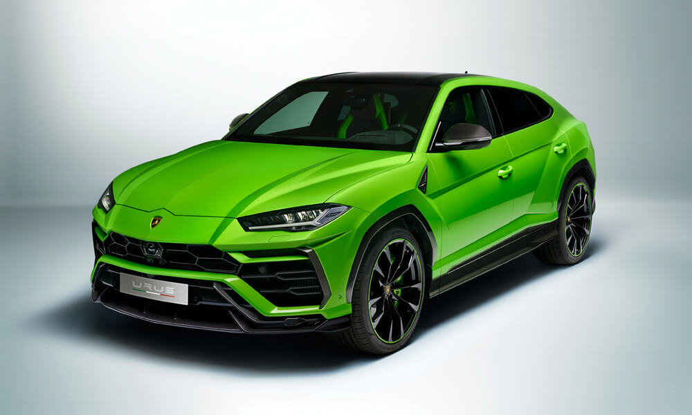 The Urus Pearl Capsule Edition features high-gloss bumpers, roof and detailing. Credit: Lamborghini