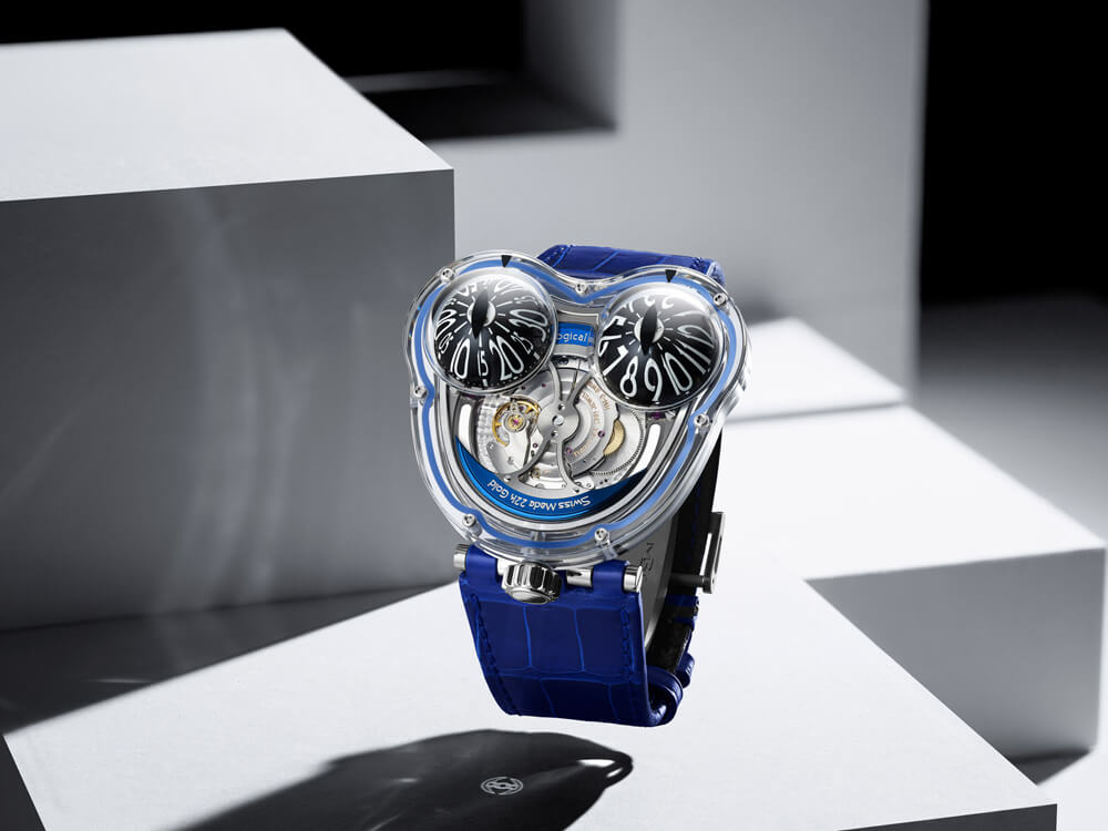 If you look closely you can see the battle-axe signal underneath. Credit: MB&F