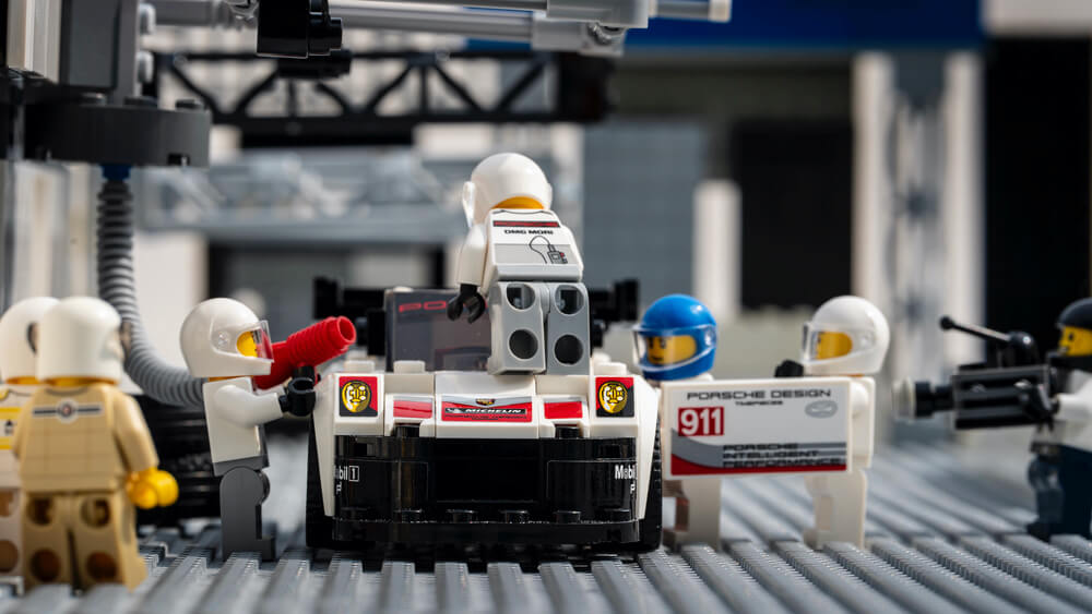 Porsche 919 pit lane workers Lego recreation