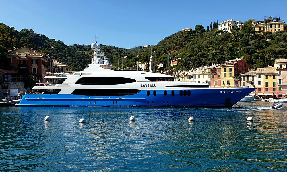 Superyacht SKYFALL wrap completed in water