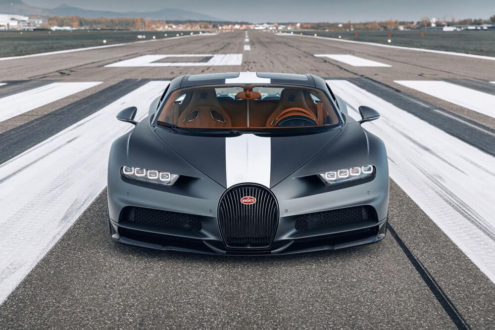 Matte-grey Gris Serpent with high gloss racing stripe. Credit: Bugatti