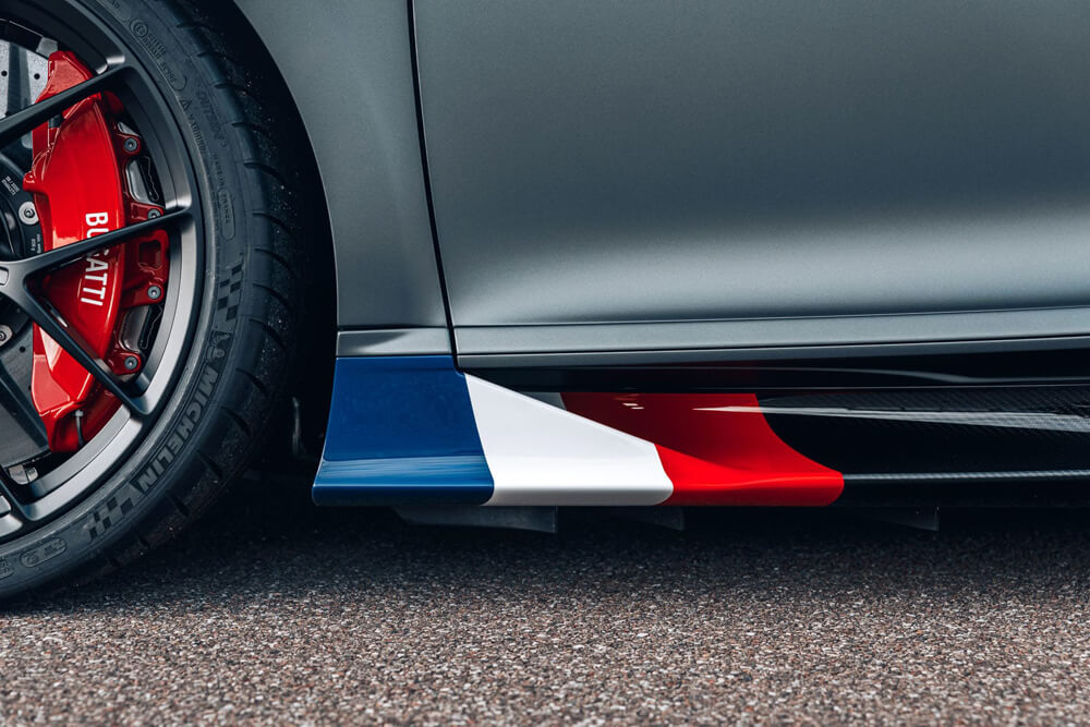 """Le Bleu-Blanc-Rouge"" tricolor in Blue, White, and Red on the front area of the side sills"