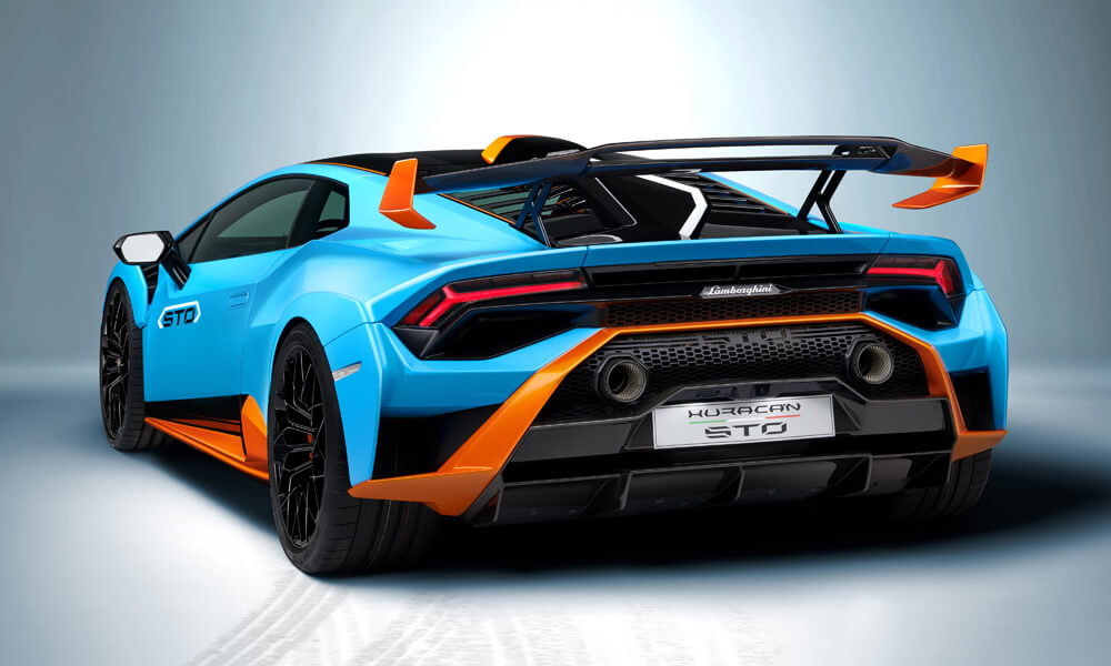 New rear fender with NACA air intake to help reduce drag and increase rear downforce. Credit: Lamborghini