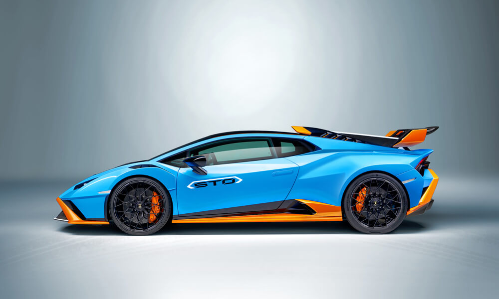 Air-scoop has been added to improve air-cooling at the rear underhood. Credit: Lamborghini