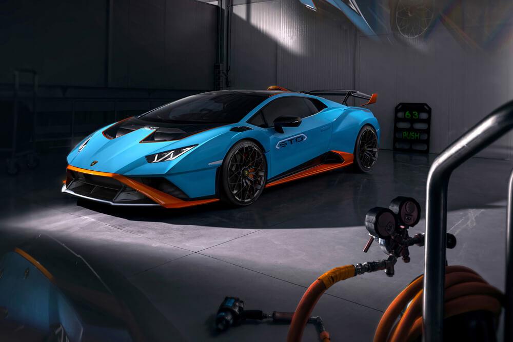 Lamborghini Huracan STO Super Trofeo Omologata Frong Side View Garage