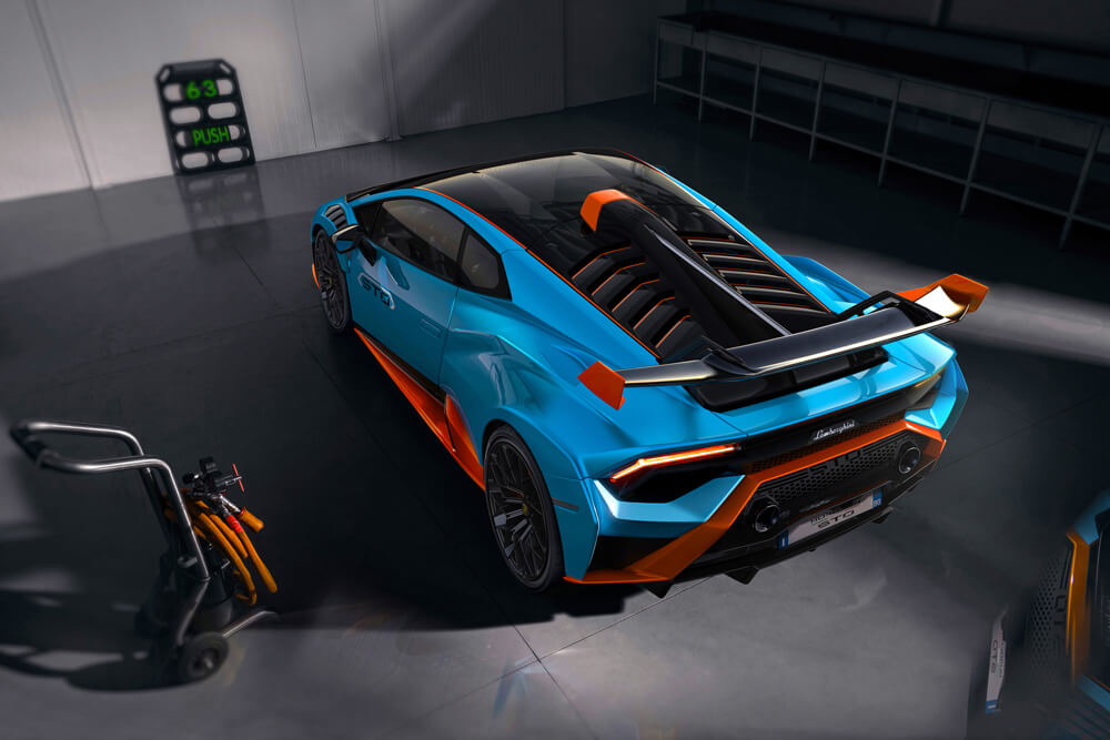Large adjustable rear wing adapts to different driving styles and conditions. Credit: Lamborghini