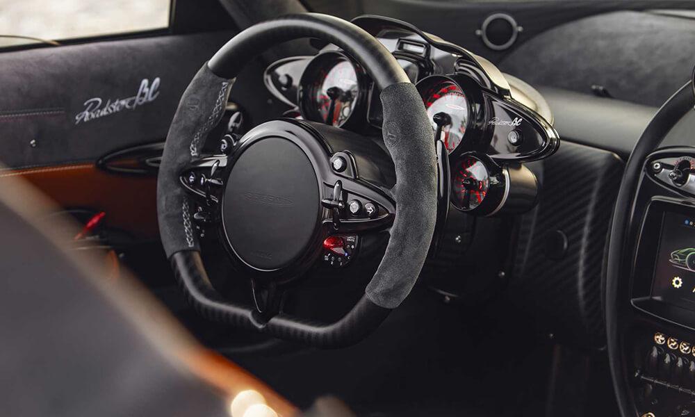 pagani-huayra-roadster-bc-steering-wheel-dash